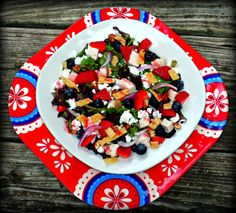 The Weekend Gourmet: Red, White & Blue #SundaySupper...Featuring Individual Loaded Red, White, and Blue Salads