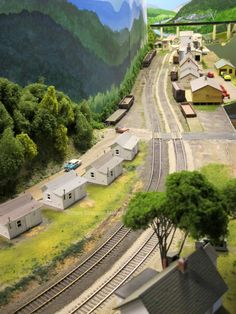 Perry Simpson successfully models a generic Eastern Kentucky ambiance in this HO scale scene. The company houses are LifeLike shanties. Photo: Pam Simpson Moleski