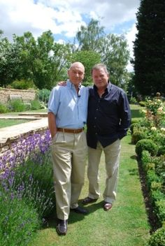 Patrick Stewart and William Shatner. My favorite Star Trek Captain will always be Picard Star Trek Crew, Star Trek Tv, Star Trek Ships, Star Wars, Star Trek Captains, Star Trek Characters, Star Trek Original, William Shatner, Star Trek Universe