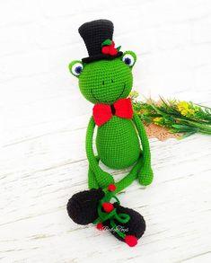 Amigurumi Crochet Frog (Kurbağa) Free Pattern Crochet Frog, Free Pattern, Crochet Necklace, Christmas Ornaments, Holiday Decor, Inspiration, Frog Frog, Doll, Animales