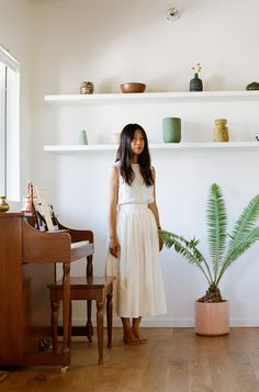 Le style zen et minimaliste de Jeanna Sohn ( bac jardin) Le Style Zen, Style Me, Turbulence Deco, Mode Inspiration, Minimalist Fashion, Spring Summer Fashion, Personal Style, White Dress, Street Style