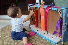 Como criar brincadeiras sensoriais para bebês e crianças pequenas - Tempojunto Baby Sensory Play, Baby Play, Montessori Activities, Infant Activities, Baby Activity Board, Baby Dyi, Baby Olivia, Baby Mine, Baby Learning