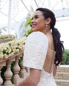 Earlier tonight, yassipressman stunned her teleserye viewers with this bridal lo. Barong Wedding, Filipiniana Wedding Theme, Modern Filipiniana Dress, Tulle Wedding Gown, Filipino Wedding, Vintage Dress Patterns, Wedding Dress Styles, Bridal Looks, Wedding Bridesmaids
