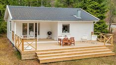 Small House in the Woods of Sweden Right now I'm showing you a 613 sq. small house in the woods of Sweden. Small House Living, Small House Design, Garage House Plans, Tiny House Plans, Cottage In The Woods, House In The Woods, Single Level Floor Plans, Tiny Houses Canada, Tiny House Bathtub