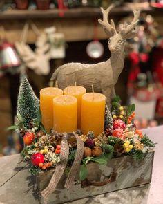 Christmas Jars, Christmas Centerpieces, Christmas Wreaths, Christmas Decorations, Xmas, Table Decorations, Couronne Diy, Homemade Gifts, Pillar Candles
