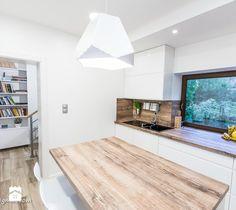 Piętrowy dom - Średnia kuchnia jednorzędowa z wyspą - zdjęcie od HOUSE DESIGN