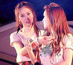 LOL f(x) m Jessica snsd Krystal jung sisters 120609