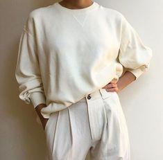 Minimalist Fashion - My Minimalist Living Beige Outfit, Neutral Outfit, Looks Street Style, Looks Style, Skandinavian Fashion, Winter Mode, Mode Style, White Fashion, Minimalist Fashion