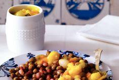 Kapucijners met zelfgemaakte piccalilly - Recept - Allerhande Dutch Recipes, Dog Food Recipes, Pickles, Dutch Food, Dinner, Fruit, Dressings, Drinks, Turmeric