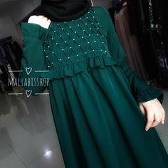А вот наше платье с буффами в зеленом цвете Широкая сборка Рукава на резинках Есть еще в разных цветах Цена 3800р