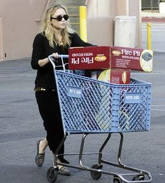 Mary-Kate Olsen goes shopping at Rite-Aid #style #fashion #olsentwins