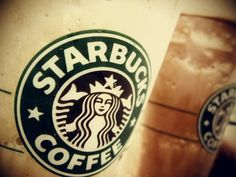 Starbucks is one of the most popular coffee chains, in the world. However, some of their beverages have over 500 calories in them. Read to learn about Starbucks. Starbucks Hacks, Hot Coffee, Coffee Drinks, Healthy Starbucks Drinks, Les Experts, Restaurant Marketing, Ad Hoc, Business For Kids, Musica