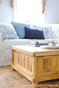 how to select the right coffee table, wood coffee table, farmhouse style, decorating ideas, family room ideas