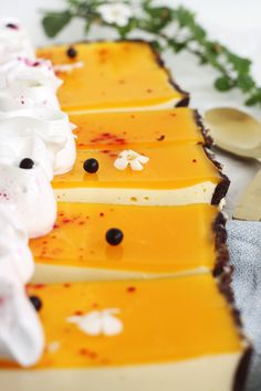 Ostekagetærte med passionsfrugt – En Madblog Cheesecakes, Yummy Cakes, Sweet Tooth, Is, Sweets, Cookies, Health, Recipes, Tailgate Desserts