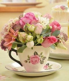 beautiful flowers with paper Spring Flower Arrangements, Beautiful Flower Arrangements, Floral Arrangements, Beautiful Flowers, Teacup Flowers, Teacup Crafts, Tea Party Bridal Shower, Decoration Table, Flower Boxes