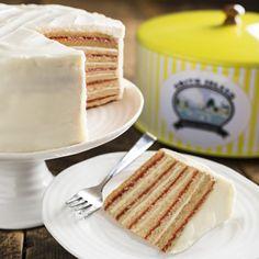 Strawberry and Cream Smith Island Cake Smith Island Cakes Online Gourmet Recipes, Baking Recipes, Cake Recipes, Dessert Recipes, Smith Island Cake, Southern Desserts, Cake Online, Island Food, Cake Servings