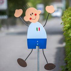 Fussball Strassenfigur Italien-Trikot Squadra Azzurra | Bist Du bereit für die Fussball Europameisterschaft? Luigi ist unser jüngster Zuwachs bei den Strassenfiguren aus Winterthur. Forza Azzurri! | Q-Design der Quellenhof-Stiftung, handgemachte Produkte aus der Schweiz