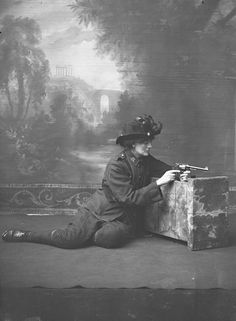 Constance Georgine Markievicz was an Irish Sinn Féin and Fianna Fáil politician, revolutionary nationalist, suffragette and socialist. Irish Independence, Easter Rising, Women In History, European History, Studio Portraits, Famous Women, Belle Epoque, Ladies Day, Pictures