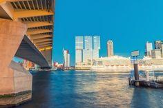 Skyline van Rotterdam - Nederland Verhuizen in Rotterdam busje huren boedelbak aanhangwagen