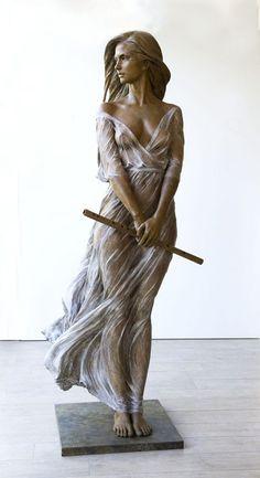 Художница создает скульптуры женщин в натуральную величину, вдохновившись скульптурами эпохи Возрождения и стилем Барокко.Лу Ли Ронг.