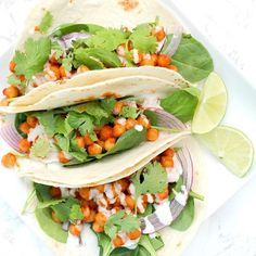 A 20 minute dinner that will have you going back for seconds - these Buffalo Chickpea Tacos with Vegan Ranch are simple & delicious. Tortilla Vegan, Delicious Vegan Recipes, Healthy Recipes, Vegetarian Recipes, Healthy Dishes, Healthy Meals, Healthy Eating, Vegan Buffalo Sauce, Sauce Spaghetti