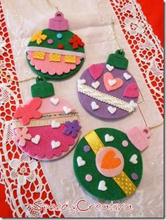 christmas crafts - could just cut bauble shapes and have kids paint/sticker etc. easy way to make it a bit more Christmassy! Christmas Ornaments To Make, Felt Christmas, Felt Ornaments, Christmas Stockings, Christmas Holidays, Christmas Decorations, Diy Crafts With Cds, Kids Crafts, Felt Crafts