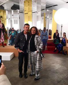 Hoje se dedicando a projetos filantrópicos e a seu trabalho como chairman do CFDA Diane von Furstenberg (@dvf) aparece para prestigiar a apresentação da nova coleção de Jonathan Saunders para quem entregou a direção criativa da marca que leva seu nome há quase um ano - e que vem fazendo um elogiado trabalho desde então. (Via @viviansotocorno) #voguenanyfw #dvd  via VOGUE BRASIL MAGAZINE OFFICIAL INSTAGRAM - Fashion Campaigns  Haute Couture  Advertising  Editorial Photography  Magazine Cover…