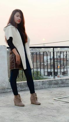 Seal brown faux fur leather vest. To buy drop a comment