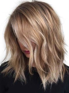 20 Jaw Drop Partial Balayage Hairstyles- 20 Jaw-Drop Teilweise Balayage Frisuren 40 styles with medium blond hair for great inspiration - Blonde Layered Hair, Blonde Layers, Warm Blonde Highlights, Caramel Blonde Hair, Summer Highlights, Light Blonde Hair, Caramel Highlights, Color Highlights, Light Hair