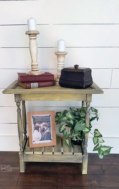 If you are lucky enough to happen on a cabinet door at your Local Thrift Shop or Flea Market (or curb side : ) Snatch it up because it could be the start of a fabulous Farmhouse Style Side Table! Over at My Repurposed Life you will see how easy it is to put together. …