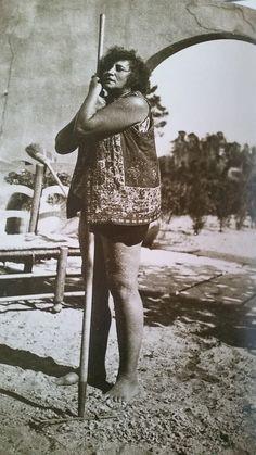 Colette dans son jardin Patrick Modiano, Roman, Portraits, Vintage Photos, Famous People, Dame, Writer, Bourgeoisie, History