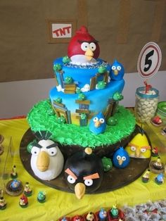 Angry Birds By t-agoscakes on CakeCentral.com by henrietta