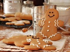 A very yummy recipe for gingerbread men with a quick and easy icing. Gingerbread Men Recipe from Grandmothers Kitchen. Gingerbread Man Cookies, Christmas Gingerbread, Gingerbread Men, Holiday Cookies, Holiday Treats, Christmas Baking, Christmas Holidays, Christmas Biscuits, Xmas