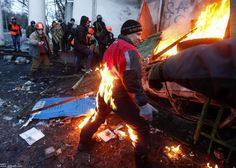 [Protesters clash with police in central Kiev Ukrainian, President Viktor Yanukovych on Monday warned the bloody clashes between protesters ...