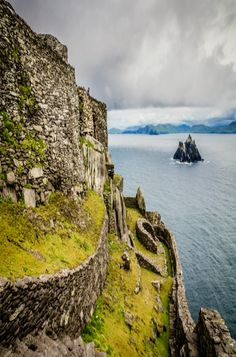 the crag of Skellig Michael off the coast of Ireland where parts of the latest 'Star Wars' movie was filmed. Travel Scrapbook Pages, Vacation Packing, Travel Checklist, Travel Destinations, Travel Europe, Ireland Destinations, Ireland Travel, What Is Like, Travel Photography