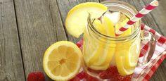 Wasser an sich ist schon gesund. Fügt man noch ein paar Vitamine hinzu, hat man blitzschnell super gesundes Vitaminwasser! Wir zeigen dir, wie's geht...