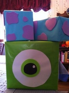 Cajas decoradas com Mike y Sully para fiesta monsters inc. #FiestaInfantil