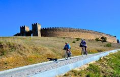 Travel by bike in Portugal to experience all the history and charm this country has to offer! Ancient villages and megalithic cites are interesting spots to stop and explore while cycling to your next destination.