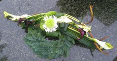 Design by Galeria Kwiatowa Cemetery Decorations, Funeral Flowers, Floral Arrangements, Origami, Bouquet, Garden, Plants, Flower Arrangements, Garten