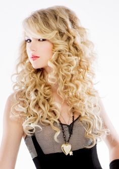 This is pretty close to how my hair normally looks... long, curly, and blonde! I would love my hair to look EXACTLY like this on my wedding day. Taylor Swift is so pretty!