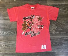 553858117be8 Michael Jordan Tshirt Vintage 90s Chicago Bulls Nutmeg NBA Shirt BasketBall MJ  Single Stitch Red USA Made Tee Youth Medium