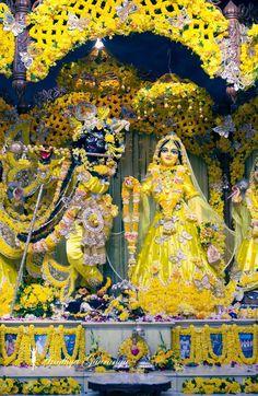 Krishna Birth, Krishna Hindu, Jai Shree Krishna, Cute Krishna, Radha Krishna Images, Lord Krishna Images, Radha Krishna Photo, Krishna Photos, Radha Kishan