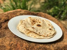 Rotis is a very traditional flat bread from India. Easy to make and the best thing about making rotis is that you can enjoyed them with a nice steaming hot curry. Different Types Of Bread, Different Recipes, Recipes With Naan Bread, My Recipes, Roti Bread, Hottest Curry, Roti Recipe, Chapati, Non Stick Pan