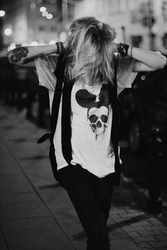 Mickey Mouse skull t shirt Glam Style, Style Me, Tomboy Style, Diesel Punk, Psychobilly, Glam Rock, Skull Rock, Rock And Roll, Mode Rock