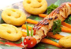 Brochetas de pollo al más puro estilo ciempiés Snack, Bagel, Kids Meals, Carne, Shrimp, Carrots, Good Food, Bread, Vegetables