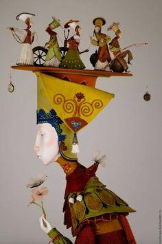 Cette poupée me rappelle énormément les oeuvres de James Christensen, parmi lesquelles figurent notamment des figurines à l'effigie des personnages de ses oeuvres picturales. Textile Sculpture, Sculpture Art, Marionette, Arte Popular, Whimsical Art, Surreal Art, Illustrations, Kitsch, Altered Art