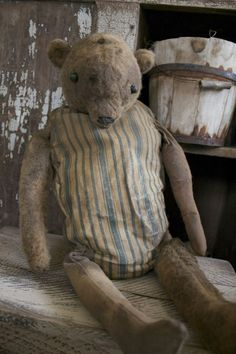 How adorable is this primitive old bear!