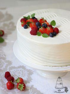 Marjainen kermakakku: Kakun kuorruttaminen kermalla - video