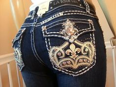 Miss LA Idol jeans. Intricate crown detail on pocket. A ton of work, but could be a unique detail. La Idol Jeans, Cowgirl Bling, Cowgirl Chic, Love Jeans, Miss Me Jeans, Jeans Style, Country Girl Style, My Style, Idol 3