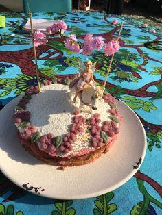 prachtige taart zonder geraffineerde suiker. Marsepein van honing en amandelen
